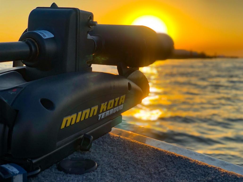Elektro Bootsmotor im Sonnenuntergang
