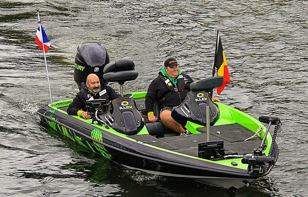 Team Illex mit professionellem Angelboot und Elektrobootsmotor aus der hohen Schubklasse von Minn Kota