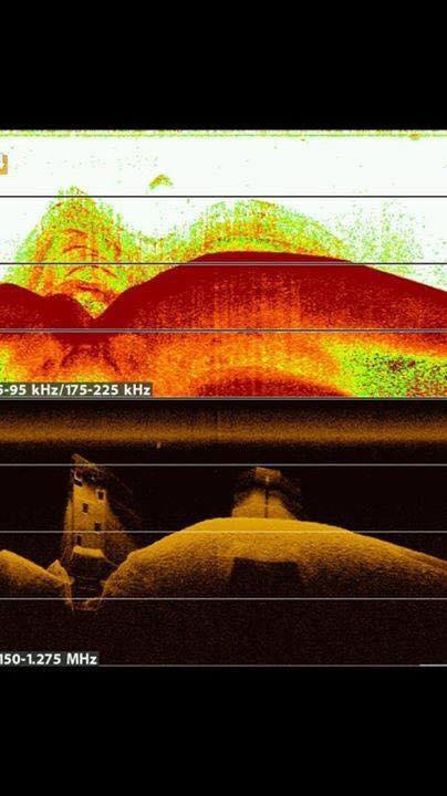 Überraschung: Was im 2D Sonar noch wie ein Fischschwarm aussah, zeigt beim Mega Imaging sein wahres Gesicht.