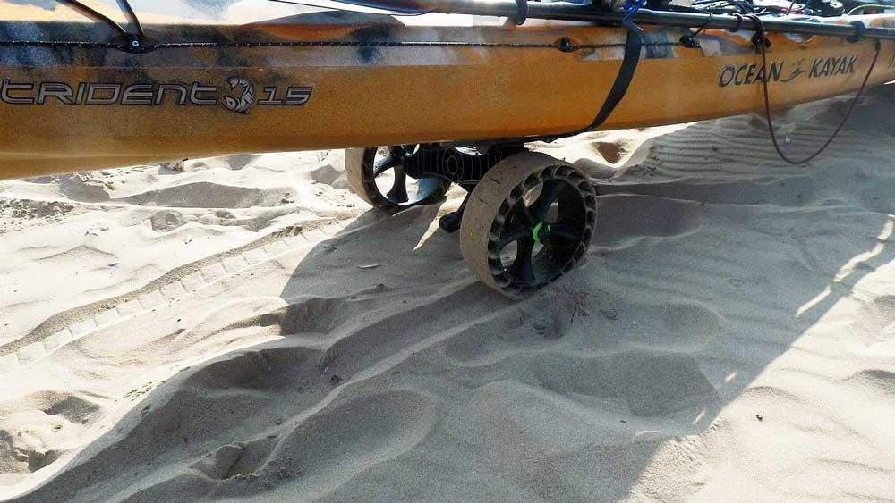 RAILBLAZA C-TUG KAYAK CART mit SandTrakz Rädern snd eine Spezialversion für sandigen Untergrund