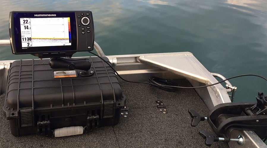 Echolotkoffer und Echolot-Taschen machen deinen Fischfinder portabel. Hier bekommst du sämtliches Zubehör und lernst, wie du dein Echolot auf beliebig vielen Angelbooten einsetzten kannst.