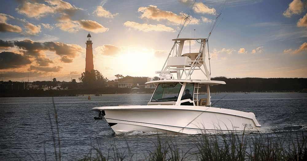 Raymarine Autopiloten und Pinnenpiloten sind für Segelyachten und Motorboote ideal.