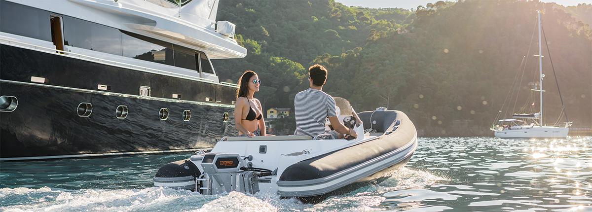 Torqeedo Cruise Außenborder. Vergleichbar mit einem 25 PS Benziner