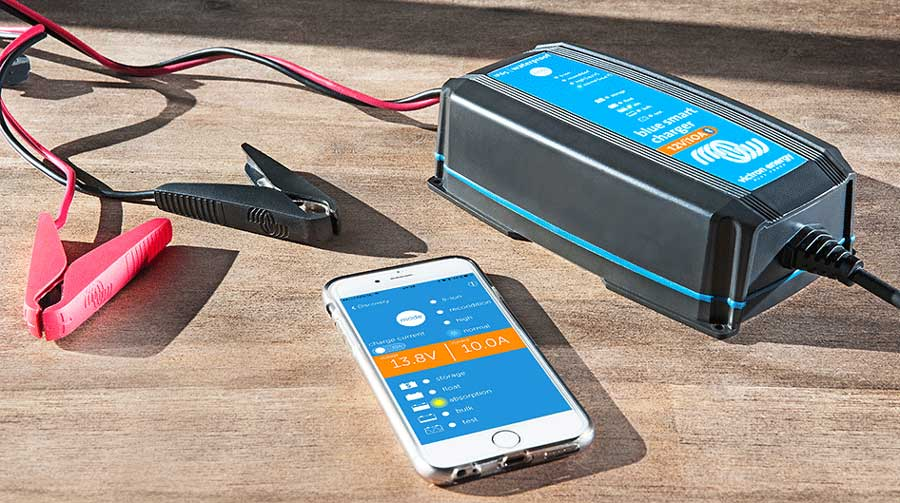 Victron Energy Ladegeräte per Bluetooth verbinden und den aktuellen Status deiner Akkus anzeigen lassen.