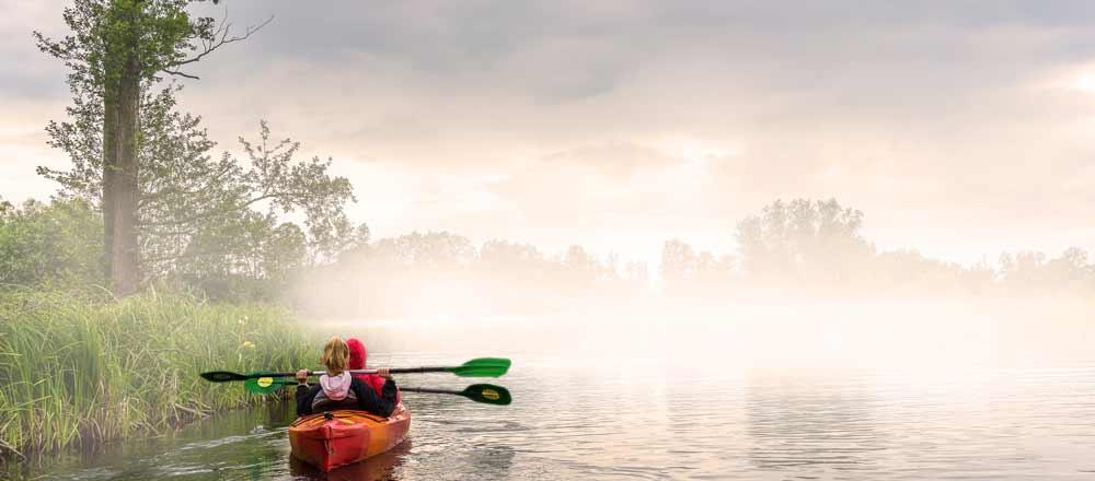 Kajaks oder Kanus und was ist ein Kanadier? Die Unterschiede der Paddelboote erklären wir dir hier.