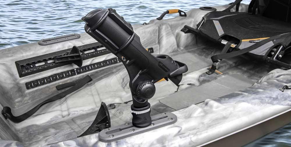 Für Kajaks und Belly Boats gibt es spezielle Rutenhalter. Hier kannst du lernen, was wirklich wichtig ist
