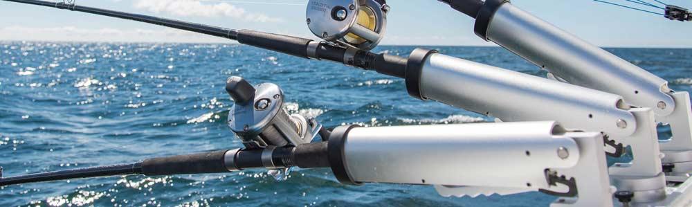 Rutenhalter dürfen auf Angelbooten nicht fehlen. Sie sind essentieller Ausrüstungsgegenstand und bieten unschlagbare Vorteile.  Hier lernst du alles, was du über Rutenhalter wissen mußt.