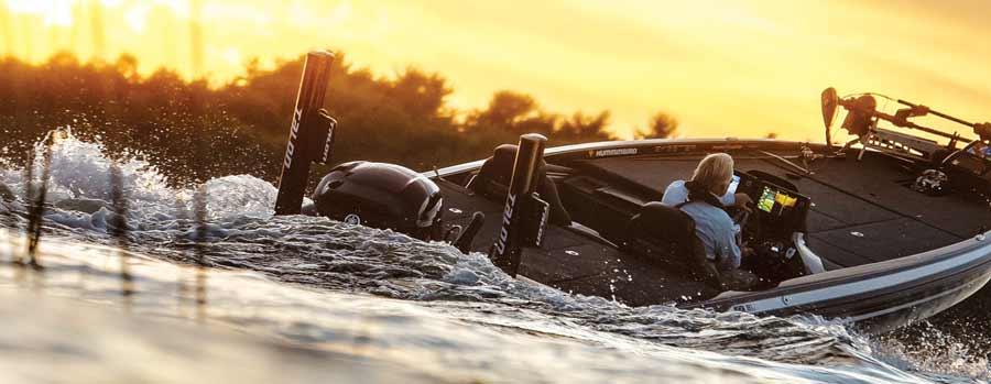 Bass Boats sind die ultimativen Performer unter den Angelbooten. Riesige Castingdecks und herausragende Fahreigenschaften sind die Vorteile. Hier erfährst du, warum Bass Boote anderen häufig überlegen sind.