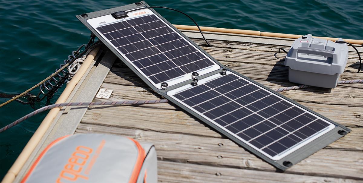 Ladegeräte von Torqeedo. Hier ein Solar Ladegerät im Einsatz