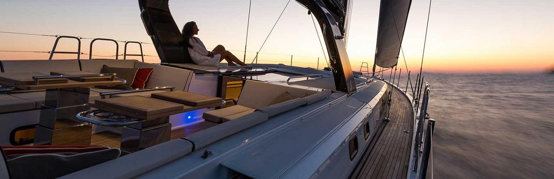 Raymarine Kartenplotter auf einer Segelyacht.